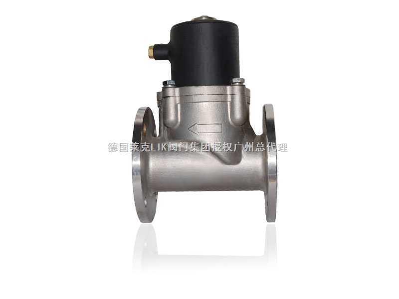 德国莱克(LIK)电磁阀是用来控制流体的自动化基础元件,属于执行器;并不限于液压,气动。电磁阀用于控制液压流动方向,工厂的机械装置一般都由液压钢控制,所以就会用到电磁阀。 工作原理:电磁阀里有密闭的腔,在的不同位置开有通孔,每个孔都通向不同的油管,腔中间是阀,两面是两块电磁铁,哪面的磁铁线圈通电阀体就会被吸引到哪边,通过控制阀体的移动来档住或漏出不同的排油的孔,而进油孔是常开的,液压油就会进入不同的排油管,然后通过油的压力来推动油刚的活塞,活塞又带动活塞杆,活塞竿带动机械装置动。这样通过控制电磁铁的电流就